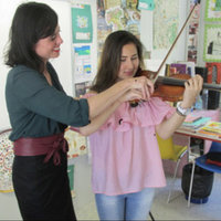 Have fun learning the violin! Classes in English or French from an experienced and supportive American teacher.
