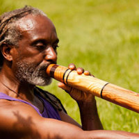 My love for the gatekeepers of the didgeridoo comes through when I play. I give didgeridoo classes in Barcelona after moving from New York. I am also a Chi kung teacher and a Personal Life Coach.